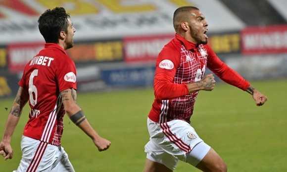 ЦСКА – София продължава да мечтае след 2:0 над Левски