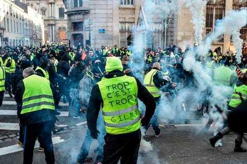 """Сблъсъци и арести по време при протеста на """"жълтите жилетки"""" в Париж"""