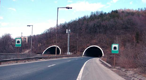 """Отново ограничават движението в тунел """"Топли дол"""" заради ремонт"""