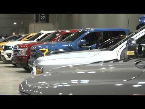 Горещи концептуални коли блестят на изложението в Чикаго