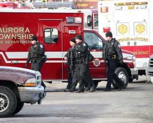 Мъж уби петима души в Илинойс, преди да бъде застрелян от полицията