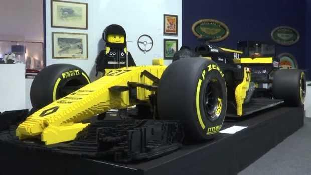 """Уникално """"Лего"""" – копие на кола от Формула 1 беше продадено за 108 000 долара"""
