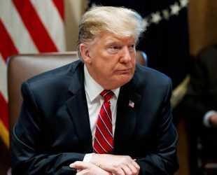 Президентът на САЩ Доналд Тръмп подписа документа за обявяване на извънредно положение