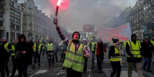 """Сблъсъци по време на демонстрация на """"жълтите жилетки"""" в Париж"""