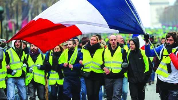 """""""Жилетките"""" отново на протест след края на дебата във Франция"""