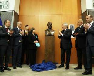 Бронзов бюст на Атанас Буров бе открит в Европейския парламент