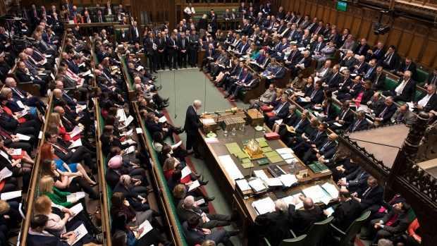 Британските депутати гласуват за отлагане на Брекзита и за втори референдум