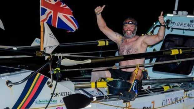 Бивш морски пехотинец счупи рекорда за гребане през Атлантическия океан