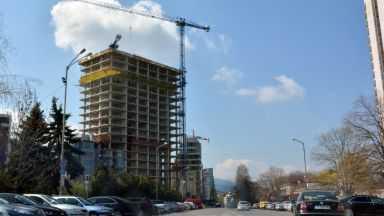 """Спрян ли е наистина строежът на сградата """"Златен век""""?"""