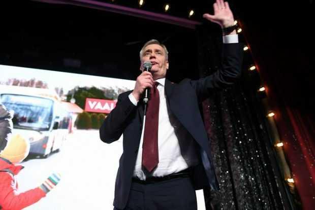 Правителството на Финландия падна, след като премиерът Анти Рине подаде оставка