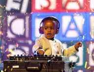 6-годишен диджей владее танцуващите тълпи в Южна Африка