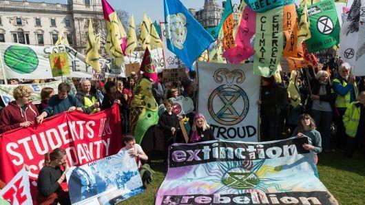 Продължават блокадите на централни точки в Лондон от екоактивисти