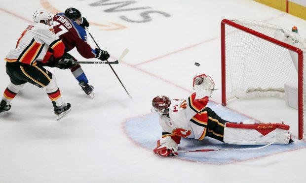 Колорадо елиминира Калгари от плейофите в НХЛ