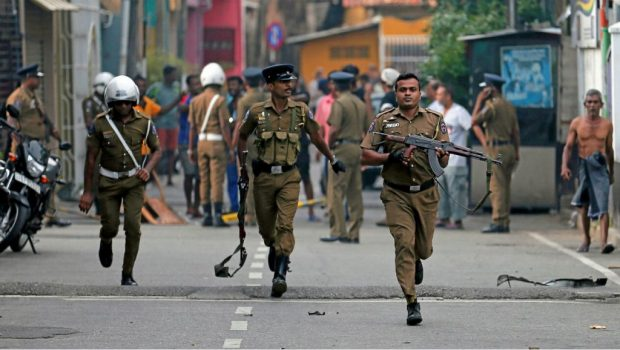 В Шри Ланка влезе в сила извънредно положение, Интерпол подпомага разследването на атентатите