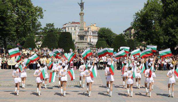 С празнично шествие започнаха тържествата за 24 май в Русе