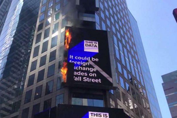 Пожар на емблематичния площад Таймс скуеър вдигна на крак огнеборците в Ню Йорк