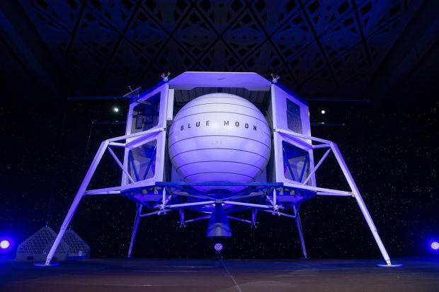 """Джеф Безос показа макет на лунен апарат, наречен """"Блу муун"""""""