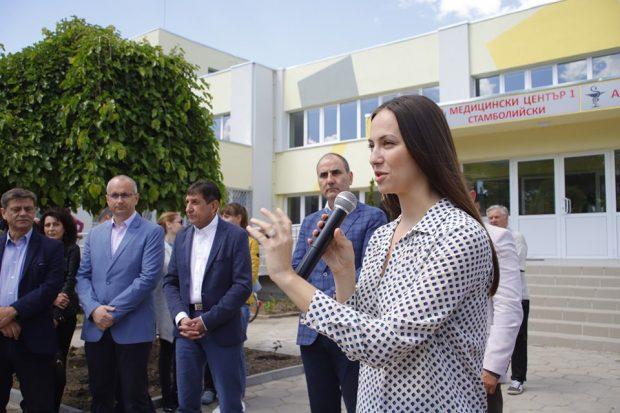Кандидати на ГЕРБ за евродепутати откриха ремонтираната сграда на поликлиниката в Стамболийски