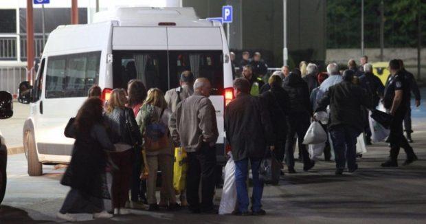 Следизборни неуредици: Стотици членове на СИК прекараха нощта в чакане на предадат протоколите си