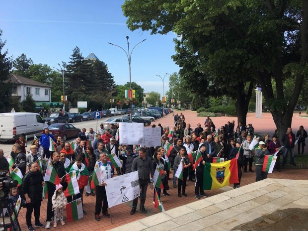Жители на Генерал Тошево протестираха заради пестициди във водата