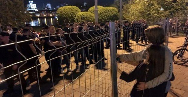Сблъсъци и арести в Екатеринбург при протест срещу изграждането на църква