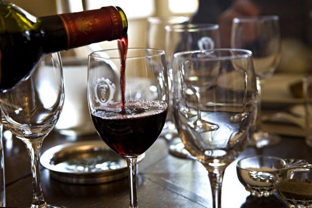 Клиент изпи по погрешка бутилка вино за 4500 паунда