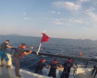 12 загинали и 31 спасени след преобръщане на лодка с мигранти край Турция