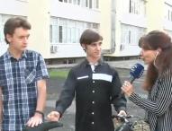 """Ученици от Професионална гимназия """"Джон Атанасов"""" изобретиха соларно колело!"""