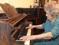 108-годишна пианистка е истински хит в Полша