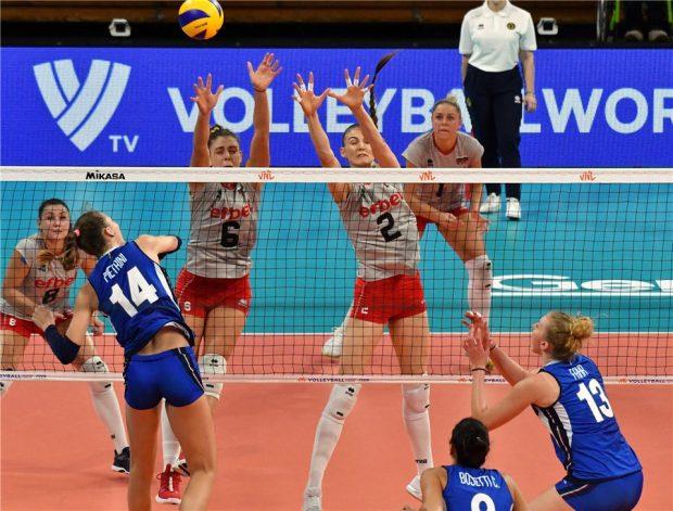 България продължава без победа в Лигата на нациите след поражение от Италия