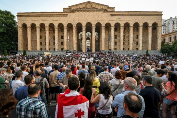Нов протест събра хиляди демонстранти в грузинската столица Тбилиси