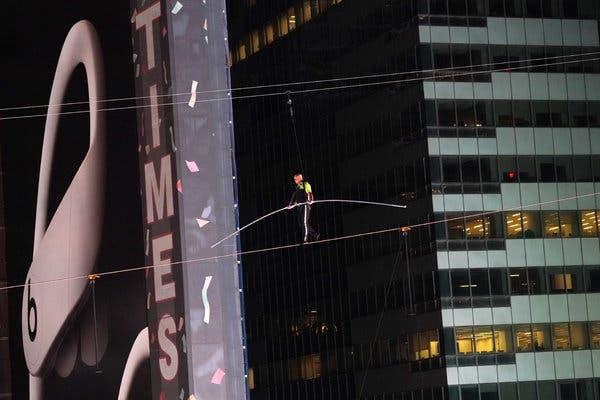 Известният американски акробат Ник Валенда отново успя да изуми света