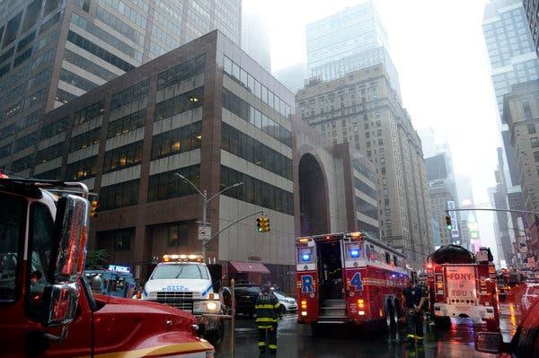Пилотът на падналия  в Ню Йорк хеликоптер нямал право да лети в лошо време