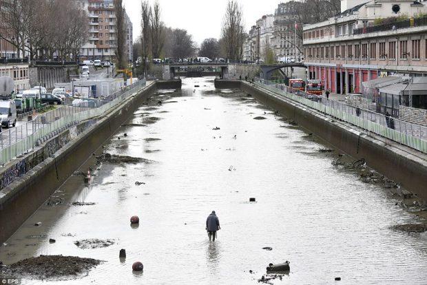 Във Франция чистят речните дъна с магнити