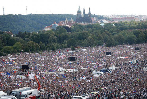 Над 250 000 души протестираха в Прага с искане за оставката на премиера Андрей Бабиш