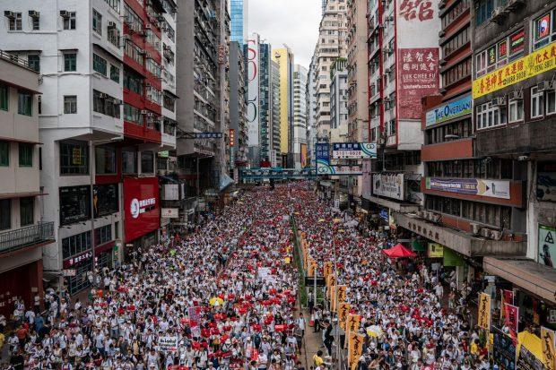 Нов масов протест в Хонконг заради спорен закон за екстрадицията