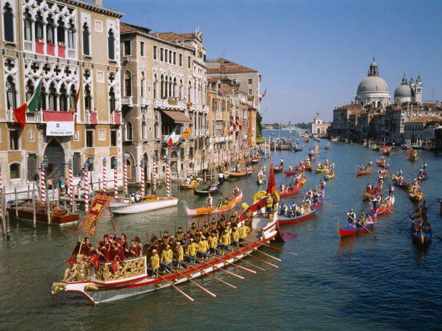 Стотици се включиха в традиционната регата във Венецианската лагуна