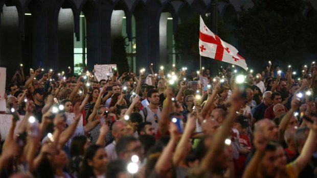 За четвърти пореден ден протестите в Тбилиси не стихват