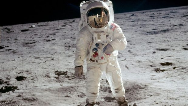"""Предмети от мисията до Луната """"Аполо-11"""" отиват на търг"""