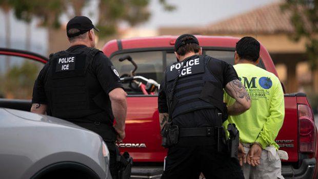 Десетки арести на протест срещу имиграционните служби в САЩ