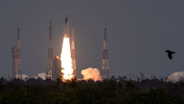 """Индия успешно изстреля лунната си станция """"Чандраян-2"""""""
