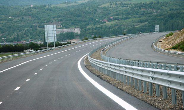 Спират движението при 89-ти км по АМ Струма заради тол системата