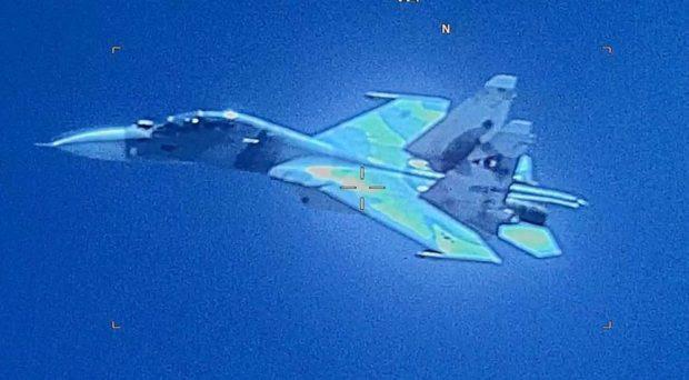 Венецуелски изтребител се доближи на опасно разстояние до американски самолет над Карибско море