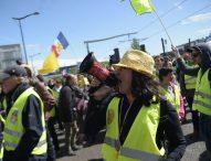 """Протести на """"жълтите жилетки"""" в Париж"""