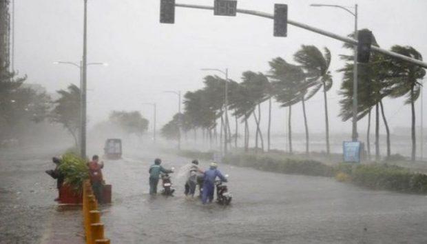 Най-малко 12 души загинаха в Централен Китай, след като проливни валежи причиниха наводнения