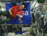 Италианският астронавт Лука Пармитано е първият диджей, който миксира музика на живо в космоса