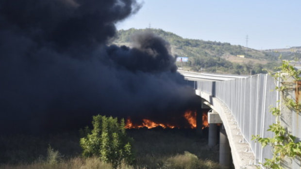 Пожарът при депото за вторични отпадъци в Дупница е загасен, търсят се причините за огъня