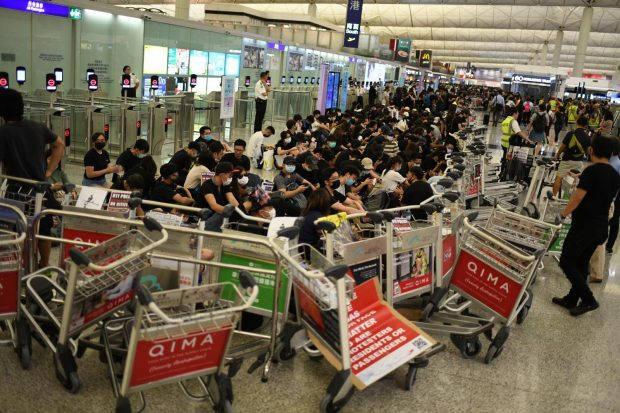 Отново спряха работата на летището в Хонконг