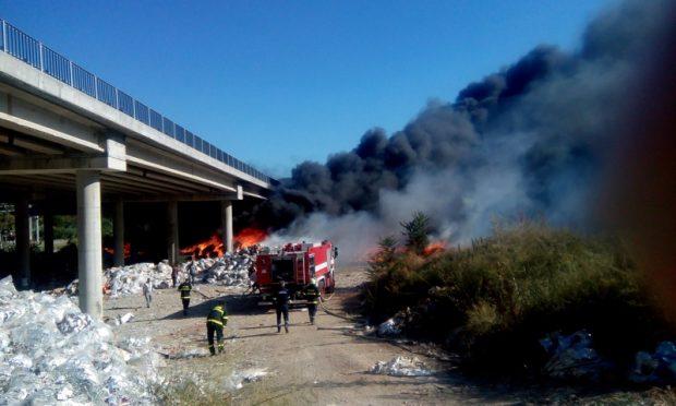 """Два пожара избухнаха в района на Дупница и затвориха АМ """"Струма"""""""
