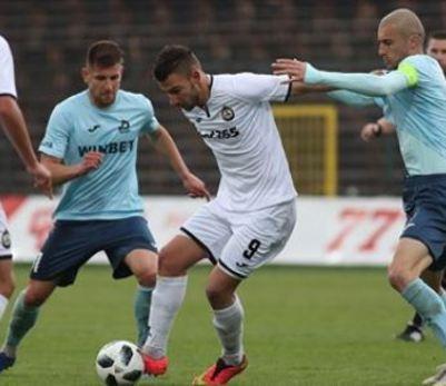 Дунав и Славия приключиха при 0:0, собственикът на домакините напуска клуба